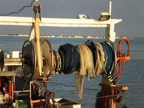 Bateau de pêche dans le petit port du HOURDEL