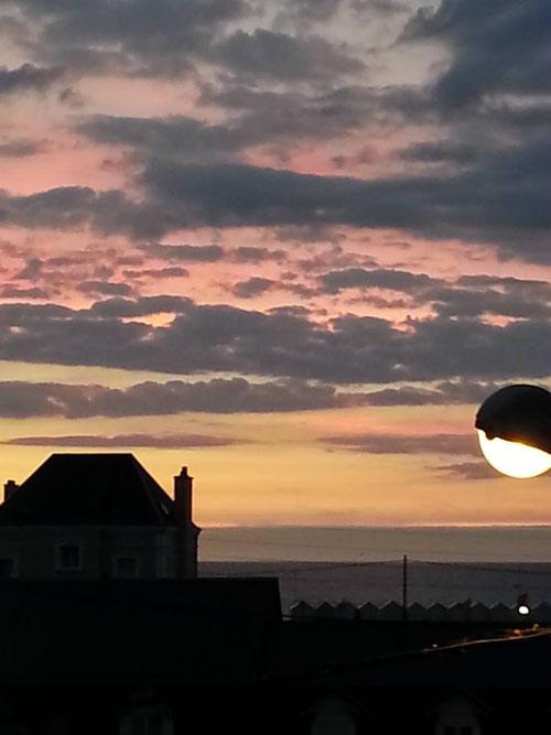 vue de la chambre du LOFT - coucher de soleil  et festival de cerfs-volants