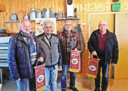 Die glücklichen Gewinner mit Zuchtwart und Sonderrichter A.Mages