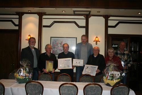 von links: Herbert Henn, Hartwig Schütt, Wolfgang Knust, Tobias Baumgarten, Harald Köhler, Erika Köhler und Gerd Prange - Foto: Marina Walks