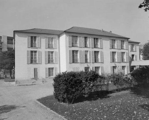 Le pavillon Voltaire dans les années soixante-dix (coté jardin)