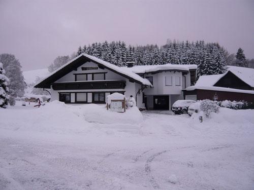 Haus Edelweiss / Parkplatz vor dem Haus