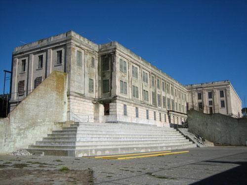 Zellenhaus mit Gefängnishof