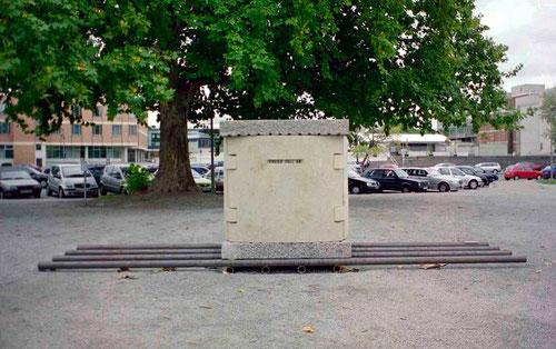 Michael Kos Berlin Box mit Inschrift OST-BERLIN-FREIER-FALL 89