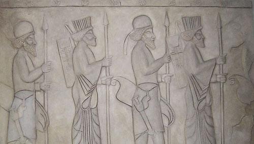 Nachbildung eines antiken Wandreliefs aus Persepolis, ca. 2,00 x 4,00 m.