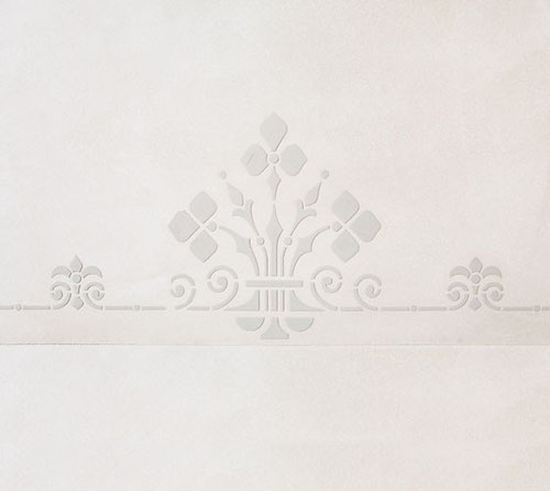 gespachteltetes Ornament mit gefärbtem Mineralputz auf zart lasierter Oberfläche