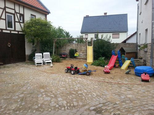 spielen, singen, bewegen, Murmelpark, Gartenschach und Hof-Mühle-Spiel