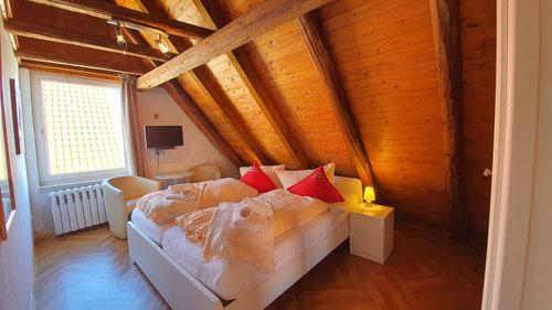 Doppelbettzimmer re
