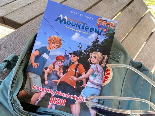 Bei der Talstation dürft ihr nicht vergessen das MounTeens Wanderbüchlein zu kaufen, denn dieses begleitet euch durch den gesamten Weg.