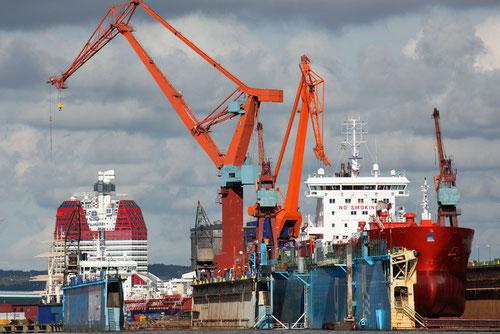 Hafen mit Trockendock