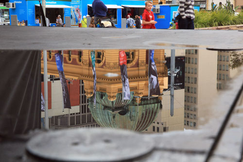 Spiegelung am Fed - Square