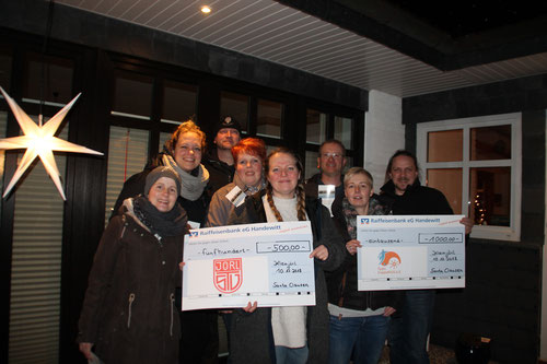 Familie Clausen sammelte fantastische 1.000 Euro auf ihrem Weihnachtsmarkt
