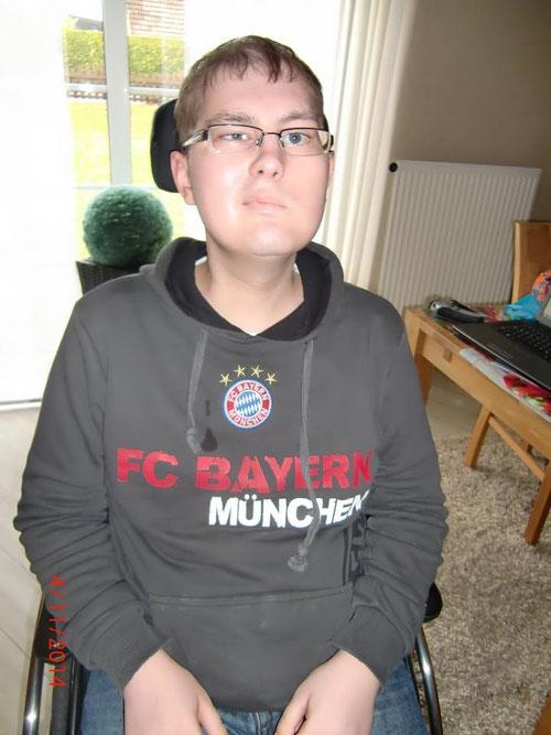 Für Bayern Fan Simon konnte dank eurer Spenden das Badezimmer umgebaut werden