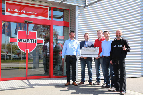 Stehend von links: Timo Görlitz (Team DoppelPASS e.V.), Matthias Rohwer, Michael Burkhardt (beide Fa. Würth), Kim Häusgen (Team DoppelPASS e. V.), Thomas Wendel (Fa. Würth).