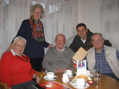 Der Bewohnerbeirat des Propst-Riewerts-Hauses vertreten durch Frau Kaack, Frau Scharp, Herrn Hensel und Herrn Adamski gemeinsam mit DoppelPASSer Mirko