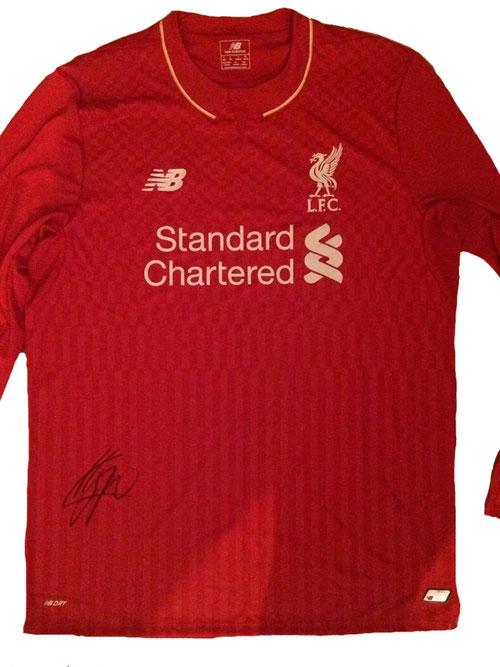 Nur eines von vielen Versteigerungsobjekten: Ein von Jürgen Klopp  signiertes Liverpool Trikot