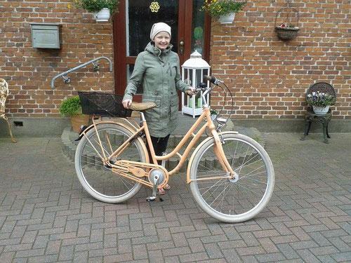 Zoe Marie mit ihrem neuen Fahrrad
