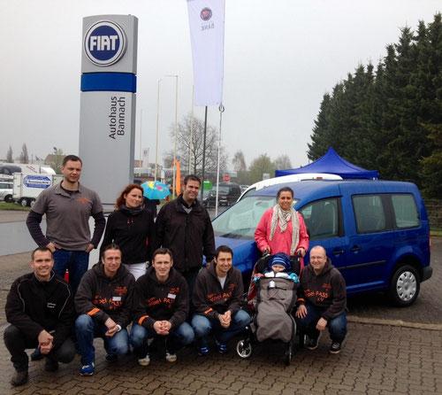Übergabe des vom Team DoppelPASS maßgeblich bezuschussten VW Caddy an den kleinen Kimi und seine Mutter beim Autohaus Bannach