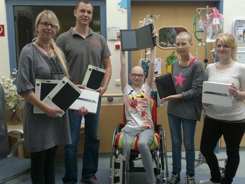 Auf dem Foto von links nach rechts: Annette Petrauschke, Guido Wieck, Patientin Gracjana, Patientin Michelle, Praktikantin Louisa Autzen