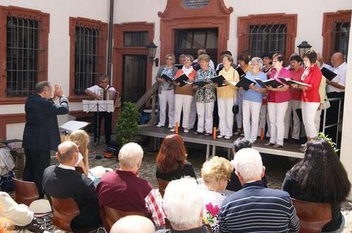 Der Mainschleifen-Chor - Leitung Paul Werner - Tag des Chorliedes - Volkach - 30. Juni 2013