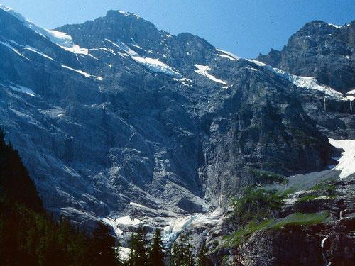 Wanderung ins hinterste Sefinentail zum Kilchbalm. Gspaltenhorn Nordwand und Bütlassen im Hintergrund.