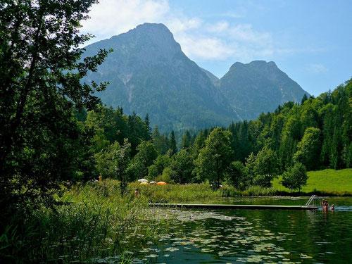 Der 856 m hoch gelegene Sommersbergsee am Fuße des Sarsteins