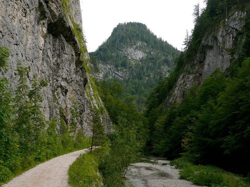 Canyonartiges Wegstück nahe der Ischler Rettenbachalm