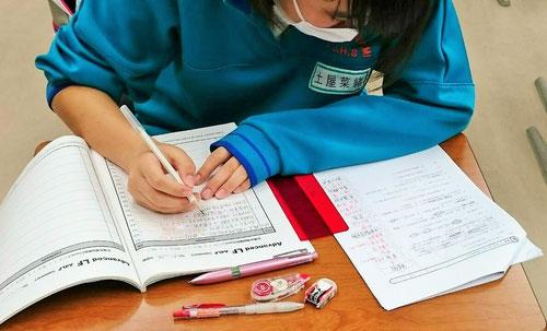入試まであと6日ですが、この時期は紙と鉛筆しか使わないのが西茨城校の定番の勉強法です。