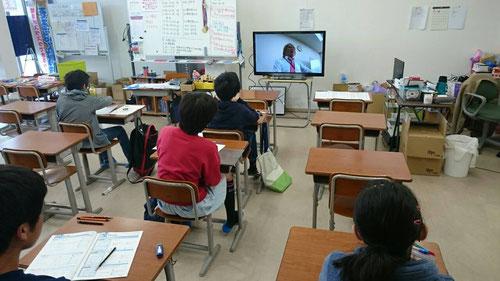 TVモニター越しに、河原塾超からの学習の進め方のアドバイスがあるのは非常に大きい!学習アドバイスがないのは、大海原をコンパス無しで航海するようなものです。