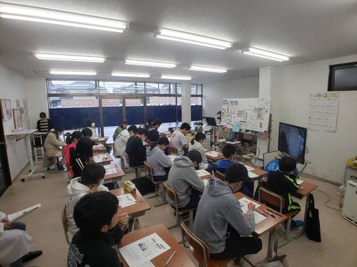 本校のスタディジムとはネット環境で結ばれ、河原総長の講義をTV画面を通してにしばジム聞くことができます。一体どのような講義があったのか??