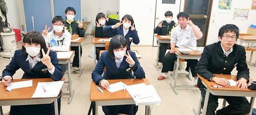 県立入試を終え、自己採点に挑んだ塾生たち。自己採点をして、自分の結果を知ることはとても怖いことなのだが、そこを逃げないであえて挑むきみたちは、本当に素晴らしいと思う。