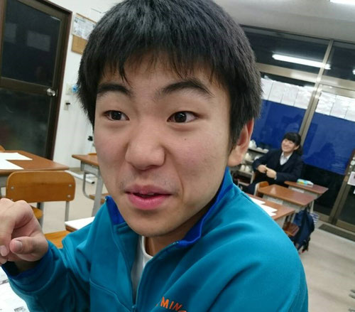 見よ!この顔を!ドリアンキャンディーの味を想像してください!