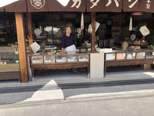 善通寺近くの堅パン屋さんも美味しかったですよ。パンなのに歯が欠けそうなほど堅いんです!でも、美味しい。