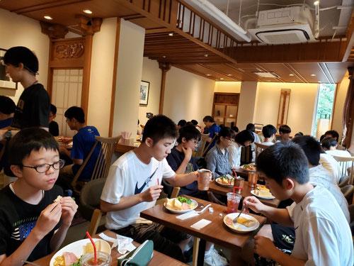 KJ生みんなで朝食をいただきます!