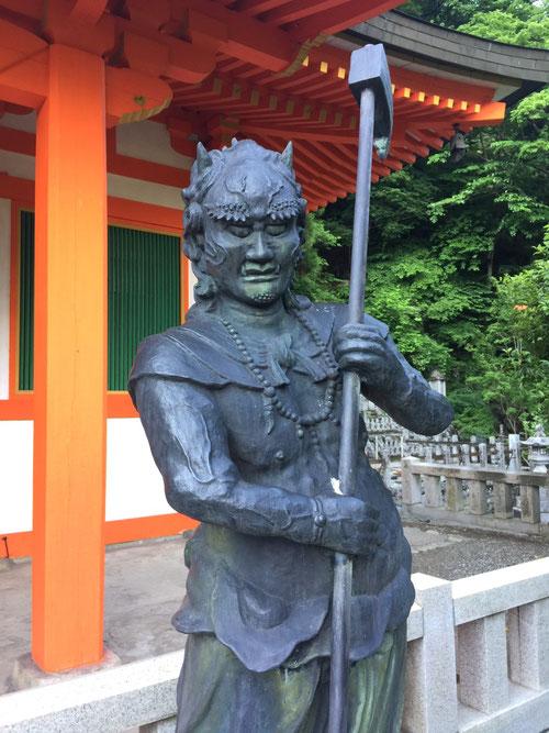 奈良県のとあるお寺にある前鬼の像