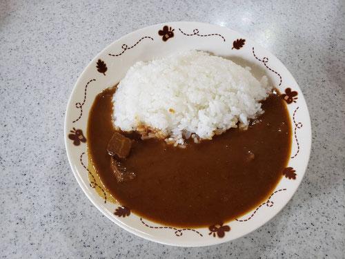 お皿に盛り付けて完成!!あっという間。味は、、、美味しい!!!牛肉もやわらかいし、余計な具が入ってなくていたってシンプル!!あっという間に食べ終わってしまいました。