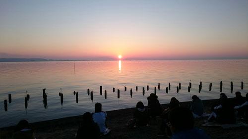 そして、太陽が昇った。今日が2018年の初日の出だが、太陽は毎日昇っていることを忘れてはならない。太陽に感謝です。