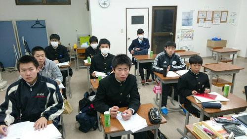昨日は54年ぶりの雪の中での朝塾。今日は朝からマイナス温度の中での朝塾です。こんな寒い中、朝6時に教室に来て朝学ができるなんて、普段の習慣と継続がものを言います。