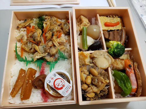 KJ冬期つくば合宿1日目の夜の夕食は、亀戸升本さんのお弁当。亀戸升本さんのご厚意で、年末年始のこの時期にこの美味しいお弁当を食べることが出来ます。ご厚意に感謝しながら、日頃なかなかできない『食の瞑想』でゆっくりと時間をかけて味わって食べます。1時間くらいかけて、ゆっくり噛んで食べます。すると、お腹もいっぱいになります。