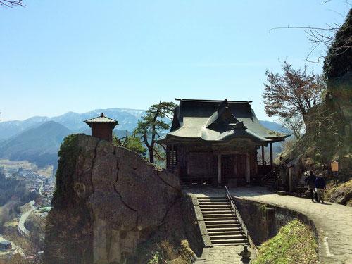 それにしても、どうしてこういった山奥に、しかも山を登ってまでして寺を作ったのだろうか、、、どうやって木を運んだのかも気になるし、、、歴史って本当に面白いと思いまいす。