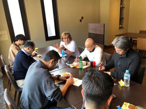 4/9から2泊3日で、KJのミーティングが栃木県・日光の中禅寺湖畔のホテルで行われました。日光でのミーティングは、朝5時15分の朝学に始まり夕方の6時まで、途中朝食、昼食休憩はありますが、長時間、河原総長の出す課題にひたすら取り組んでいきました。