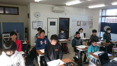 教室でも、3分瞑想はかかせません。