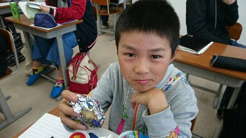 7:00教室到着。朝ごはんを食べます。小学生は8時まで学習。朝の3時間は夜12時間分の学習時間だ!!