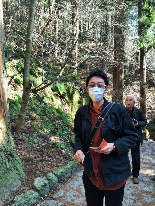 山の中をグングンと登っていくのですが、だんだんと足が疲れてきます。けっこうキツイです、、