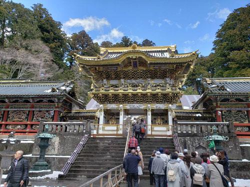 これが有名な陽明門!江戸時代によくこんな立派な建物を造りましたね!これは修復されたものでが、それにしてもコンピューターも何もない時代によくこんな手の込んだものを造れますね!感動です。