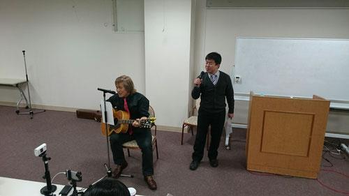 前田先生が気持ちよく歌ってくれます。2人の素敵なハーモニーです。