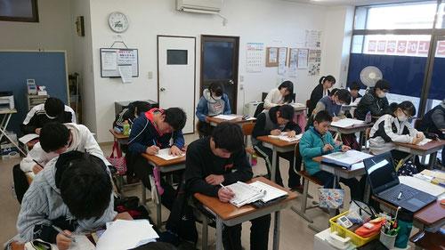 教室に帰宅後は、朝食を食べて、8時~16時までの宿題ヤリキリ!どんどん進めて、年内に完了させてしまおう!