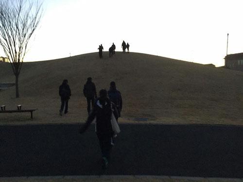 12/28 教室から歩いて20分くらいの公園まであさんぽ。
