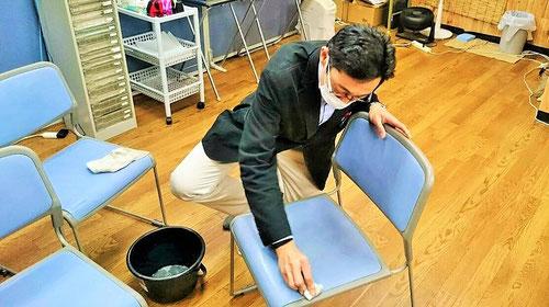 今日は、高校生ルームで高校生が使っている椅子をきれいにしました。『1年間、お疲れ様でした。また新年度もお世話になります。』という願いを込めてピッカピカに磨きました。