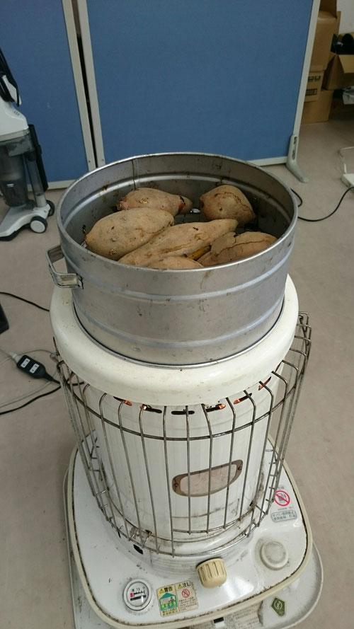 西茨城校、冬の風物詩いえば、『やっくんDX』!!これで作る焼き芋はまさに絶品!!子供たちにも大人気です。